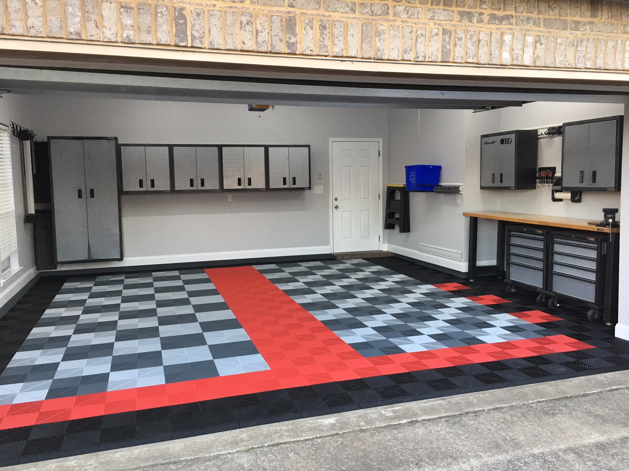 Scott Garage with White Porsche - Red,Black,Silver - Ribtrax Tiles